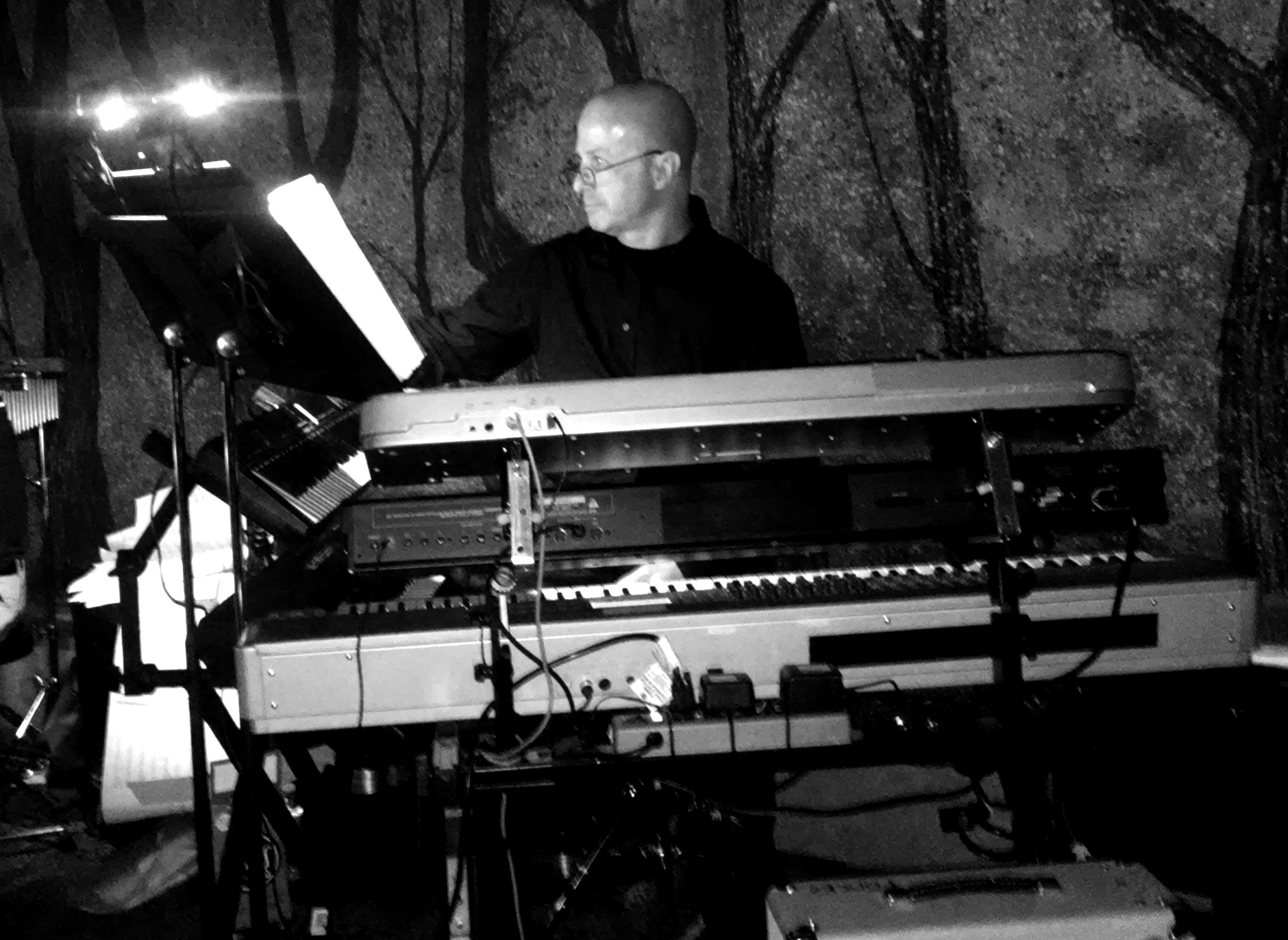 Allan Loucks live on keyboards 2015